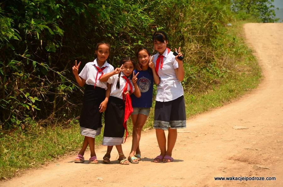 Laotańczycy w Luang Prabang są zupełnie inni niż ci w Vang Vieng. Są otwarci, sympatyczni i towarzyscy