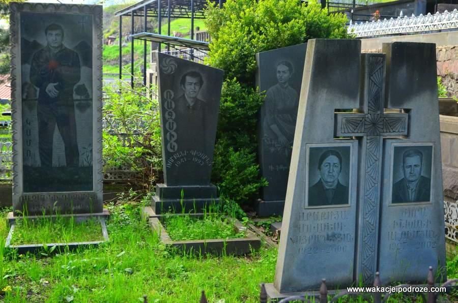 Cmentarz w Goris, zakończona 21 lat temu wojna sprawiła, że niemal każda rodzina straciła kogoś bliskiego